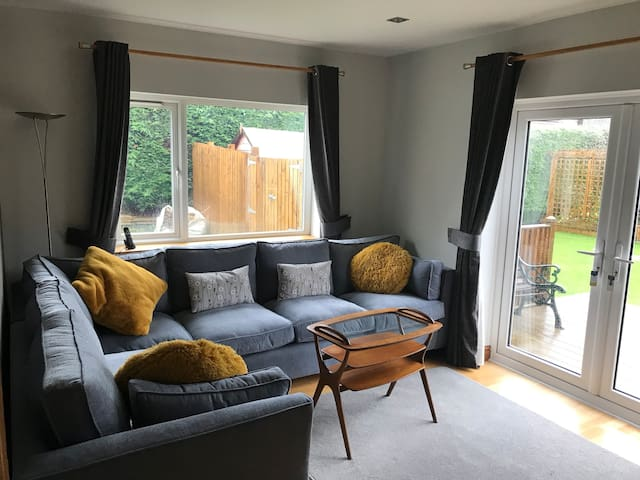 Modern bedroom , private lounge near to University