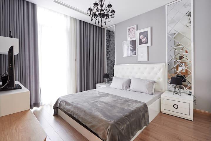 NEW Luxury 5* Design 1 Bed High Floor Apt