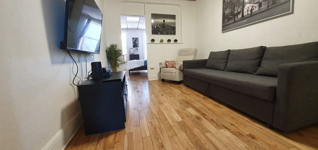 CHARMING 1 BR NEXT TO THE PATH - 10MIN TO NYC