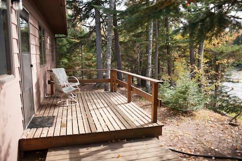 BWCA Adjacent Lakeside Gunflint Trail Cabin