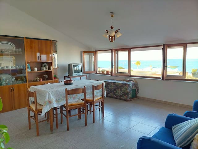 "Cosy flat with a beautiful view ""Da nonna Pina"""