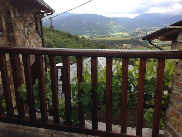 Masia Encantadora cerca de Andorra - Calbinyà - Hus