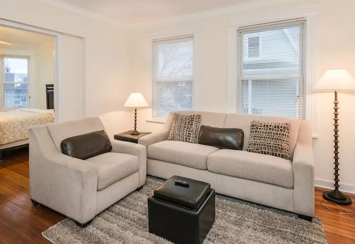 WHOLE,PRIVATE,SPACIOUS APT. MONTHLY RENTAL