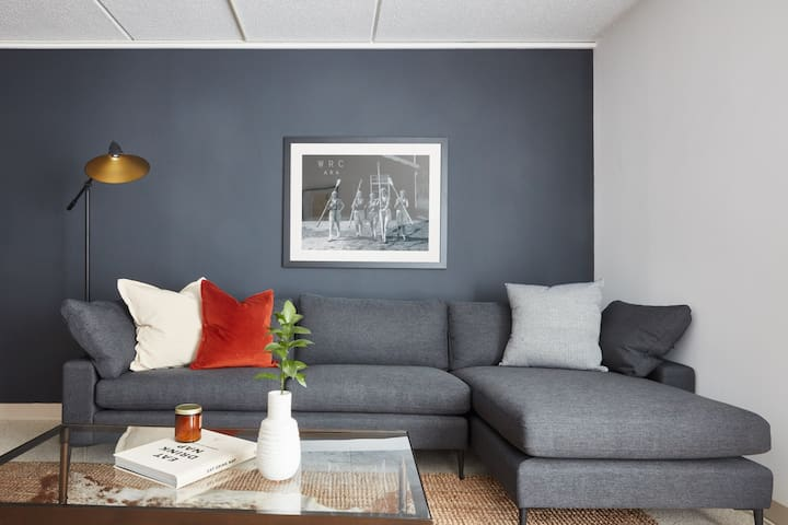 Colorful 1BR in Back Bay by Sonder