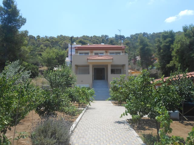 luxurius independent 3rd floor in villa