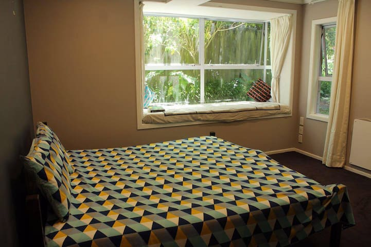 Home away from home, close to the beach - Auckland - Talo