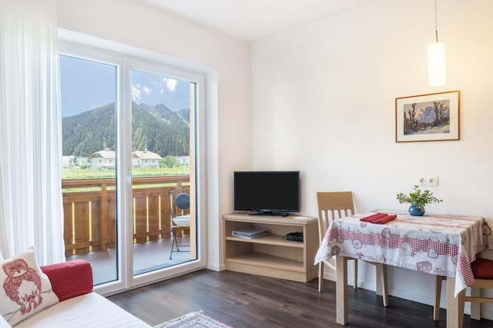 "Cozy Apartment ""Ferienwohnung Magdalena"" with Mountain View, Wi-Fi & Balcony; Parking Available"