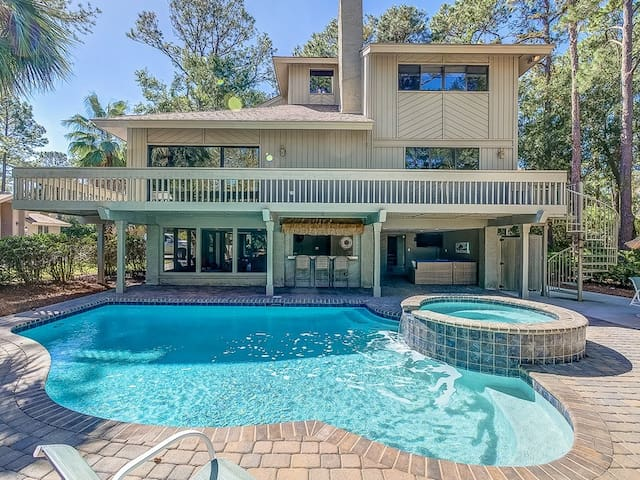 Beautiful 5 bedroom home, 3rd row from the beach