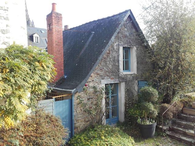 Petite Maison charmante - Laval - Huis