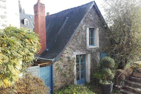 Petite Maison charmante - Laval