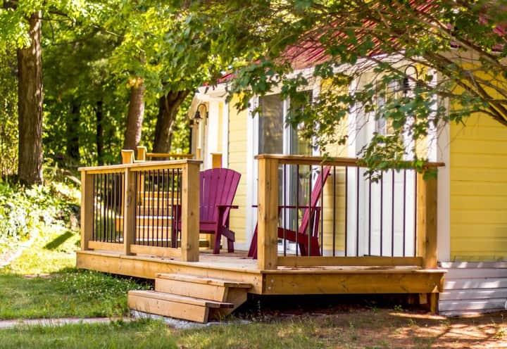 Lone Pine Inn - Tiny Cabin