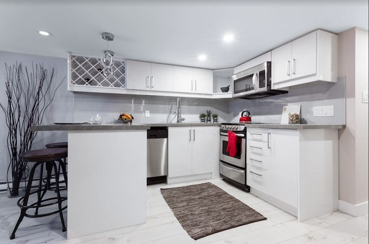 Clean, Modern and Equipped Apartment