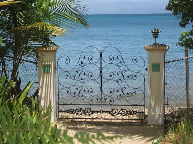 A Touch of Glass Beach House - Vieques - Ev