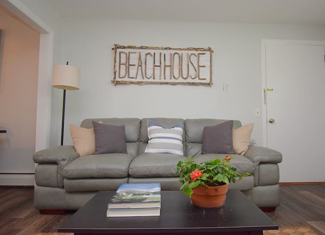 Charming Condo near beaches and downtown Newport