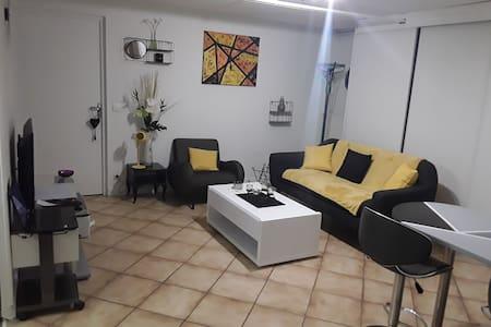 Appartement  indépendant avec exterieur dans villa