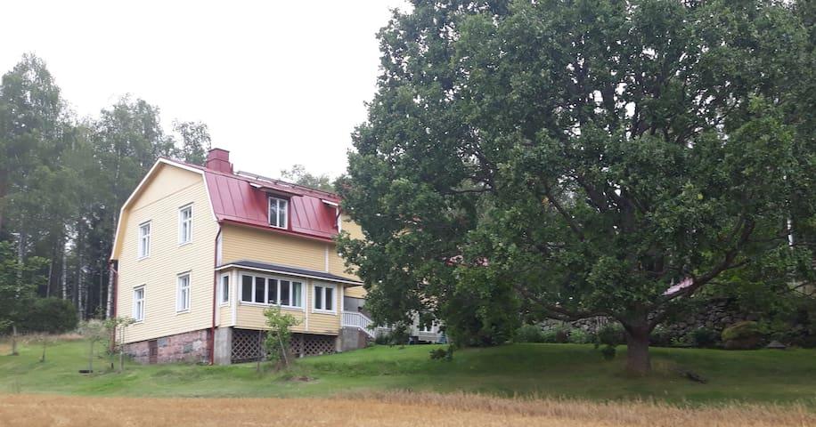 Ljus, tyst och mysig lägenhet på landet