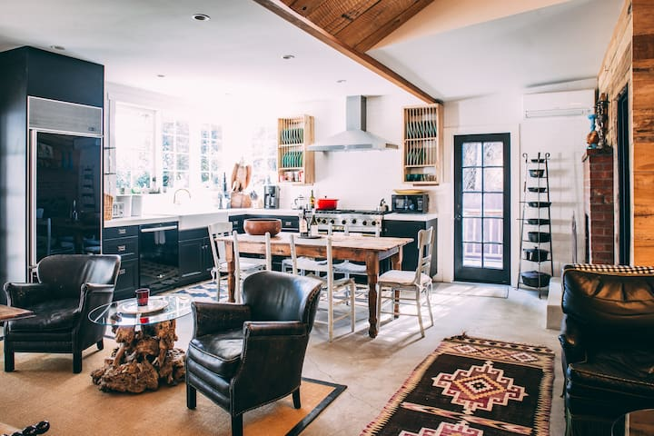 Designers Dream 2BD Cottage-Big Midweek Discounts!