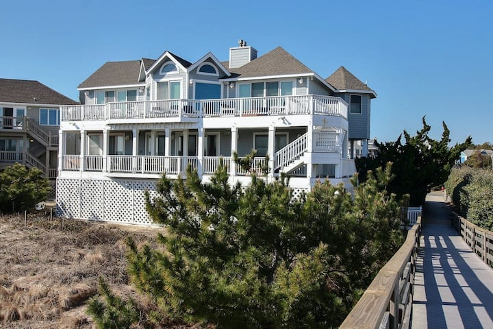 Oceanfront In Corolla Light w/Hot Tub, Rec Room/Elevator And Community Pool