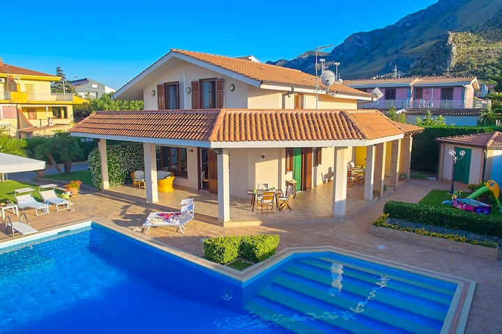 Villa Cottone with pool and 5 bathroom in suite
