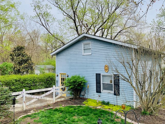 Private 2-Story Carriage House in Historic Milford