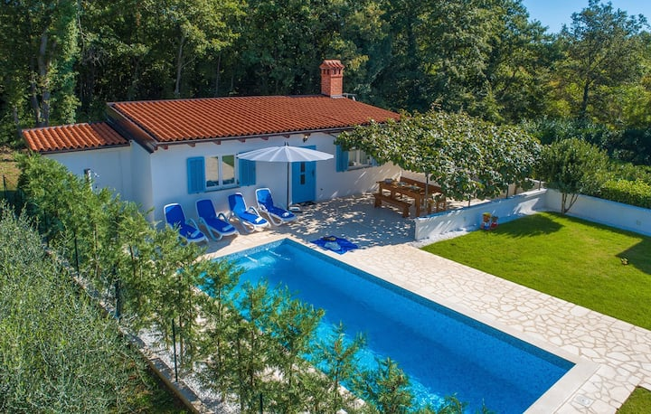 One-Bedroom holiday house Lana with Private Pool