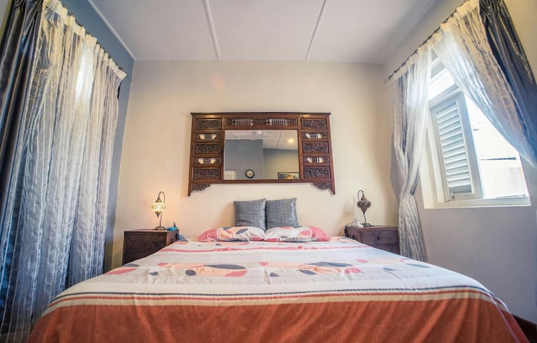 Oriental Double With Private Bath - George Town - Rekkehus