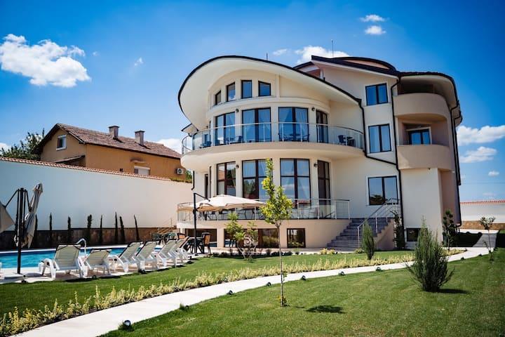 Villa Almira- Belashtitsa, Plovdiv