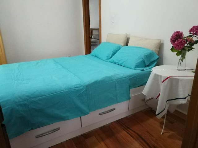 Private Room Available2 Ossington Subway station