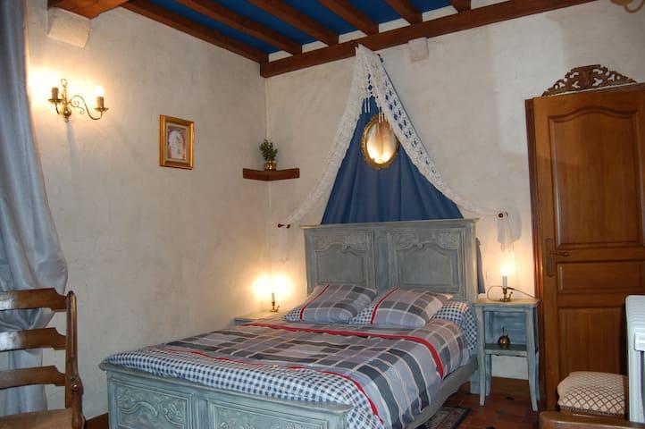"""Chambre cosy  """"normandie"""" ,  au rez de chaussée - Tamerville - Schloss"""