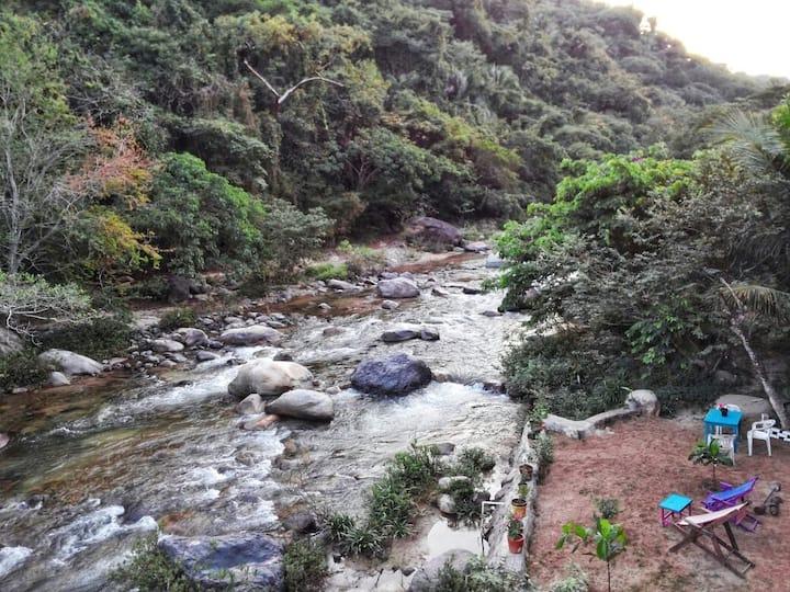 Departamento en la montaña / Casa Río Cuale.