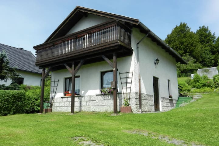 Detached holiday home in the Thuringian Forest in a quiet and sunny location