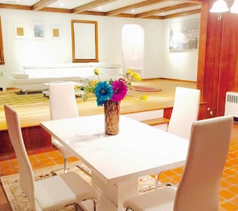 Charming Luxury Villa Near NYC - Paramus