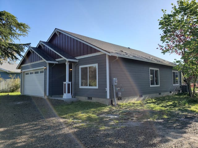 NEW 4 BR getaway in beautiful wine country