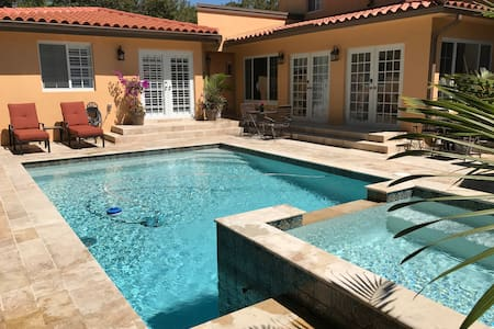 Poolside Villa Private Room & Bath - 4 mins to UM - Coral Gables - Villa