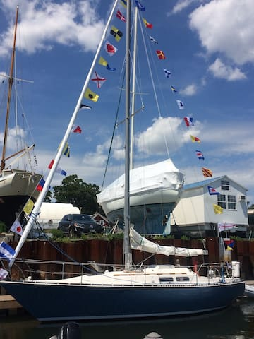 Satori, a beautiful 33 foot sailboat close Newport