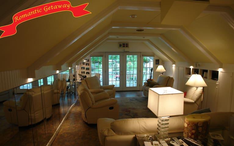 1 Bedroom Carriage House loft Apt - Indianapolis - Loft
