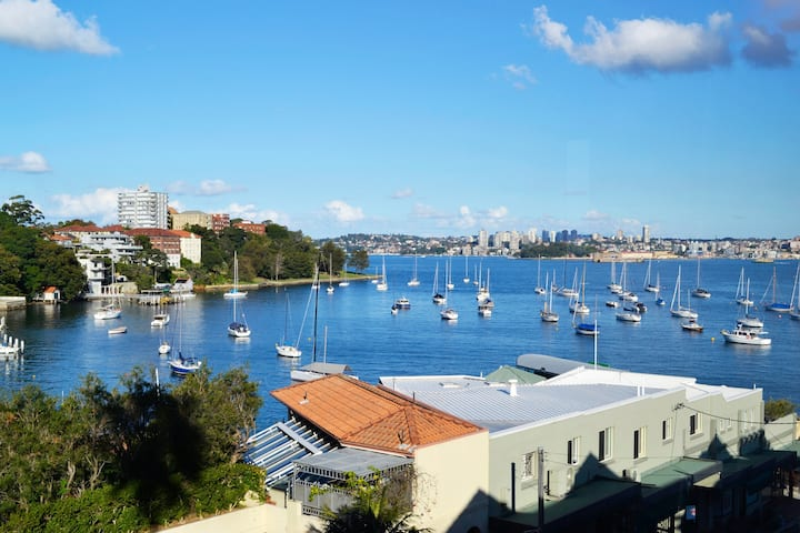 Dazzling Studio - Sydney Harbour Views, Wifi & AC