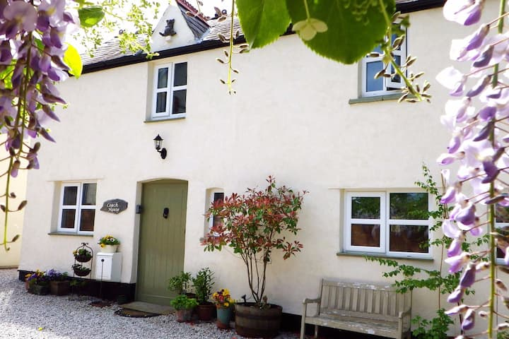 Luxury Vale View Cottage - Coach House 4*