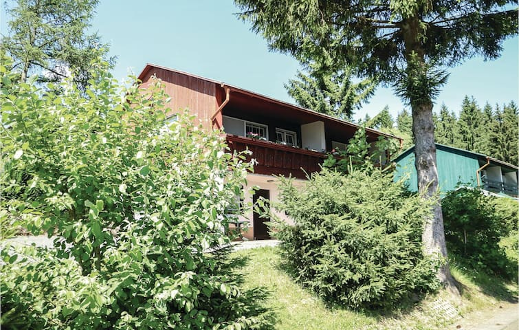 Semi-Detached with 3 bedrooms on 65 m² in Schnett
