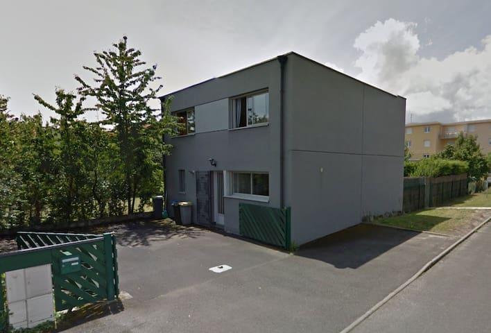 Chambre avec salle d'eau privative au calme - Clermont-Ferrand