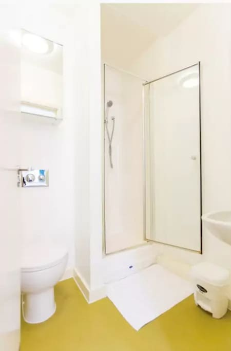 This is a sample image of an en-suite