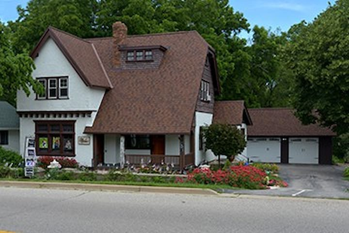 Historic Tudor House, 2 Bedrm Suite - Plus - Hartland - House