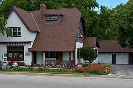 Historic Tudor House, 2 Bedrm Suite - Plus - Hartland