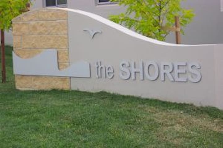 The Shores - two bedroom apartment - Belconnen - Flat
