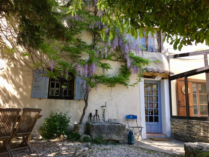 Renovated older house at the foot of Mont Ventoux