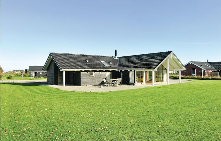 Holiday cottage with 4 bedrooms on 140 m² in Otterup