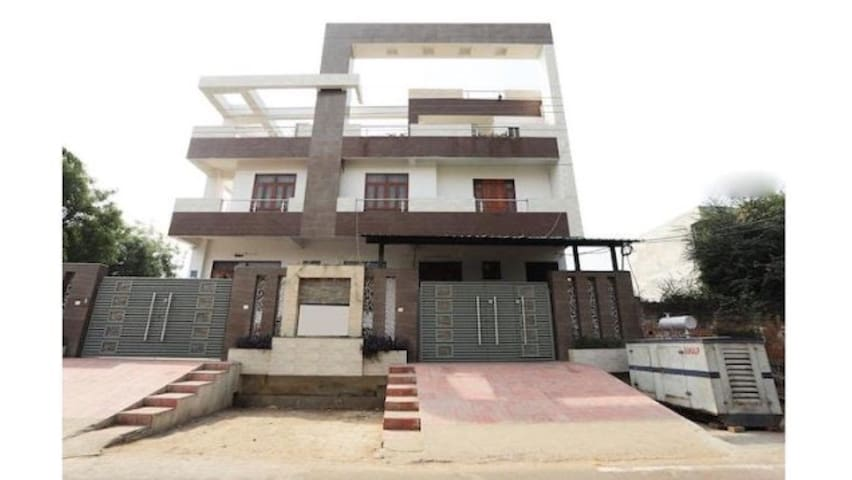 1 Room set in Gomti Nagar
