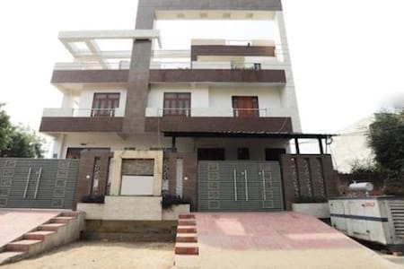 1 Room set in Gomti Nagar