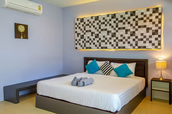 ROOM ON BANGRAK BEACH & BOUTIQUE HOTEL