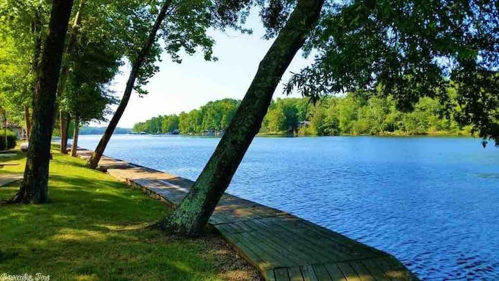 ★Cozy lakefront condo, step from the lake. W/views